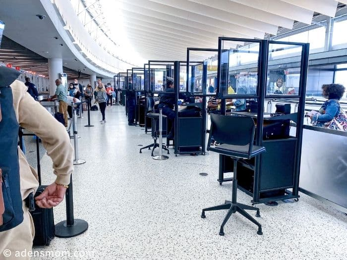 airport security line covid-19